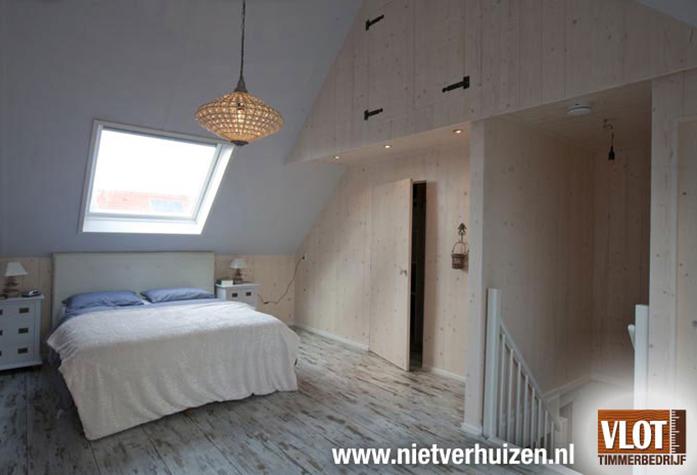 Mooie Slaapkamer Op Zolder: Een interieur van rijwoning te ...